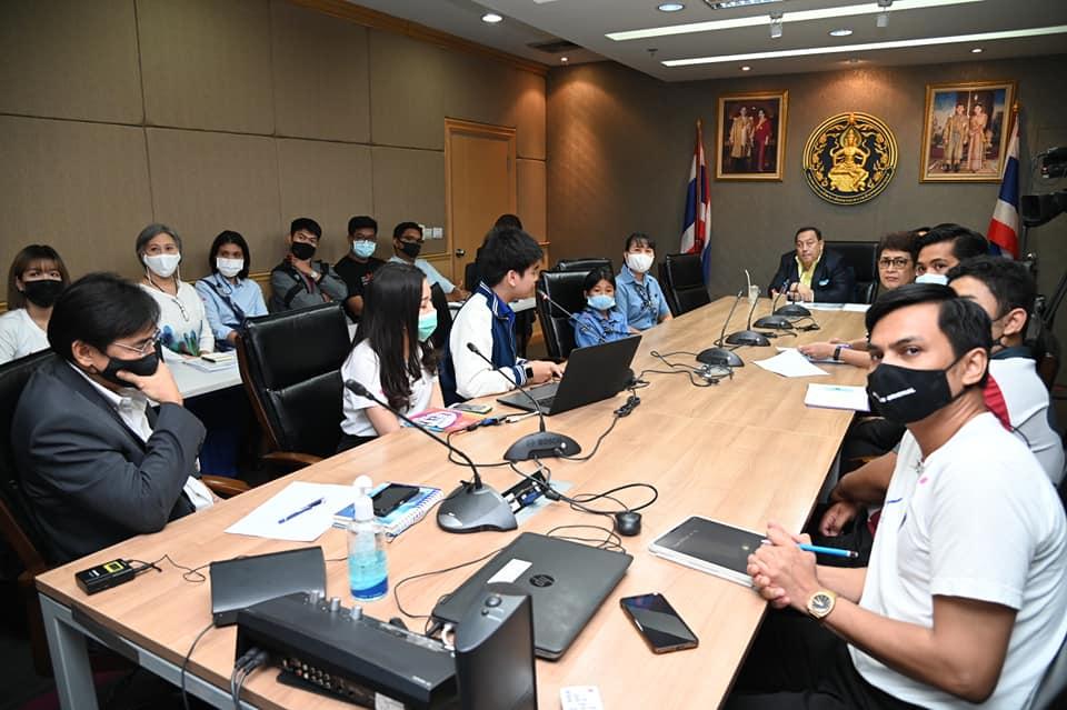 นายจุติ ไกรฤกษ์ รัฐมนตรีว่าการกระทรวงการพัฒนาสังคมและความมั่นคงของมนุษย์ รับข้อเสนอเครือข่ายเยาวชนลดปัจจัยเสี่ยง พร้อมเร่งแก้ปัญหาพนันออนไลน์